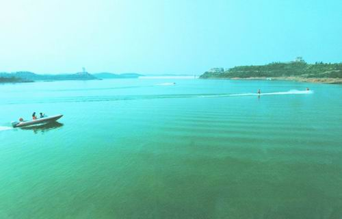 仙海风景区水域面积为6平方公里,其余为大小不一的半岛,陆域面积广阔